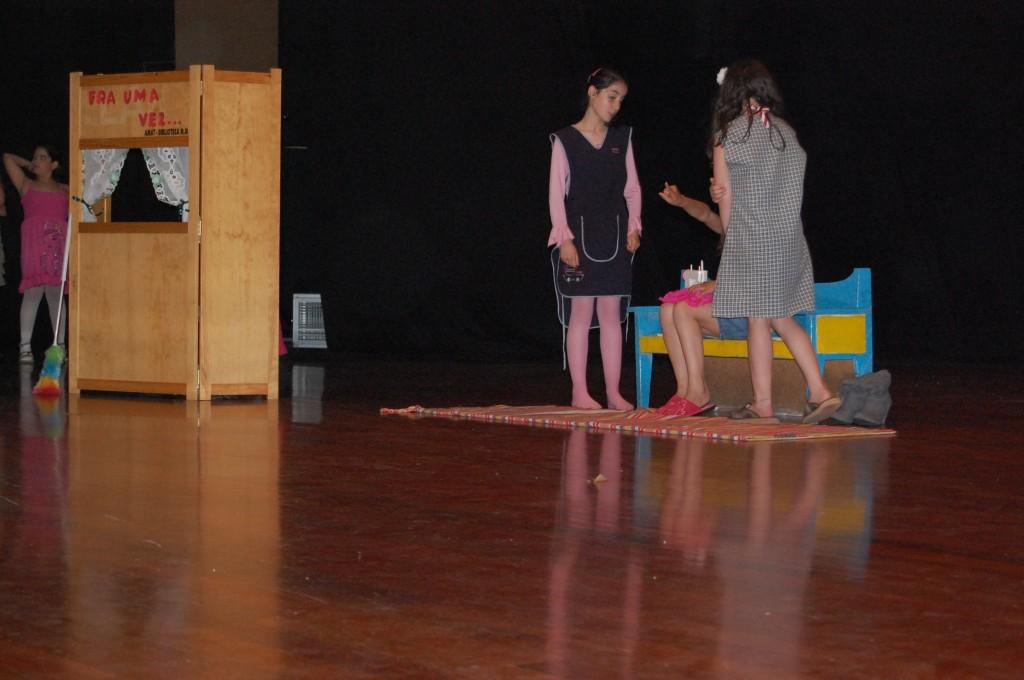 feira-do-livro-2011-3c2badia-250